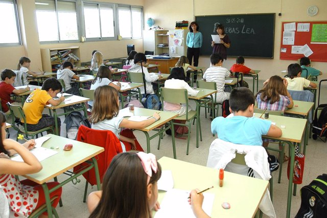 Alumnos Madrileños Haciendo La Prueba LEA