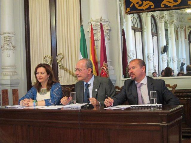 El alcalde, Francisco de la Torre, presenta el informe del impacto del Pompidou
