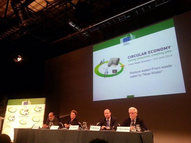 Ricardo Serra en una conferencia en Bruselas.