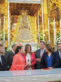 La presidenta de la Junta, Susana Díaz, en la ermita del Rocío.