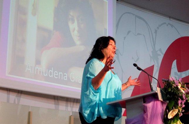 Almudena Grandes recibe el Premio Avanzando en Igualdad de FSP UGT-PV
