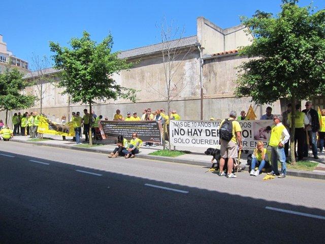 Protesta afectados por derribos en Cantabria
