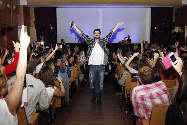 Antonio Orozco en un concierto benéfico en Barcelona