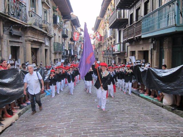 Desfile del alarde mixto jaizkibel en hondarribia