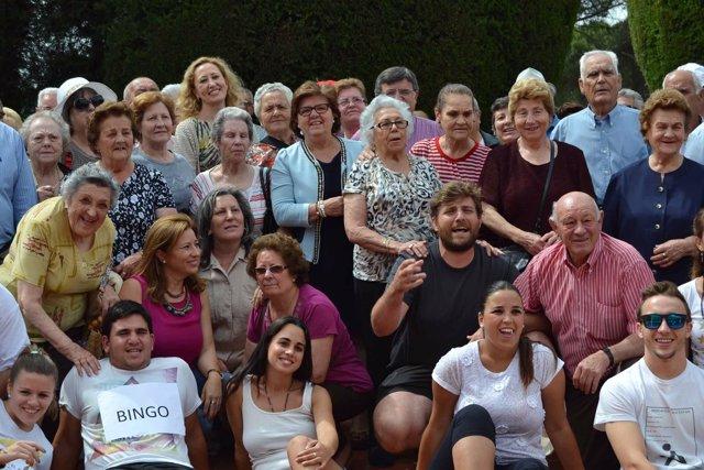 Sánchez (centro) con los mayores de Los Pedroches