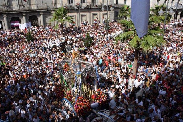 Simpecado de la Hermandad del Rocío de Huelva.