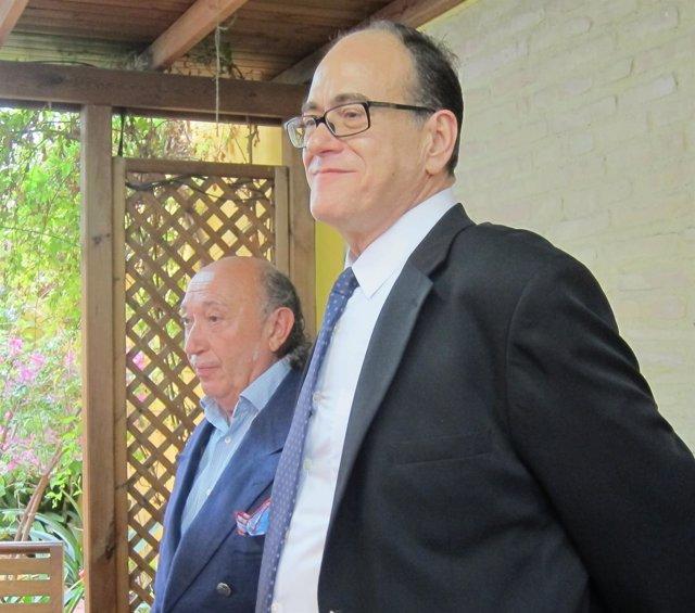 Francis Montesinos junto a su abogado, Pedro Nácher