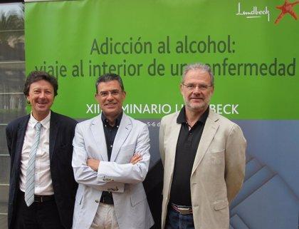 Expertos aseguran que el alcoholismo es una patología del sistema nervioso central crónica, progresiva y recurrente