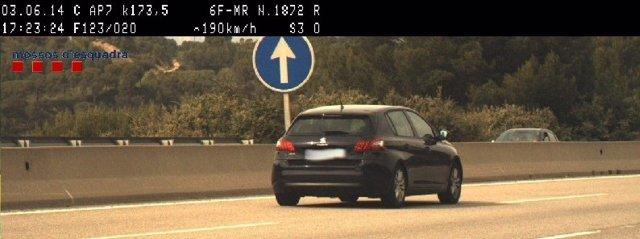 Vehículo que conducía el hombre denunciado por circular a 190 km/h