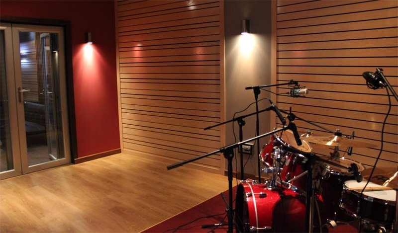 Tres j venes de puertollano abren un estudio de grabaci n - Tres estudio ...