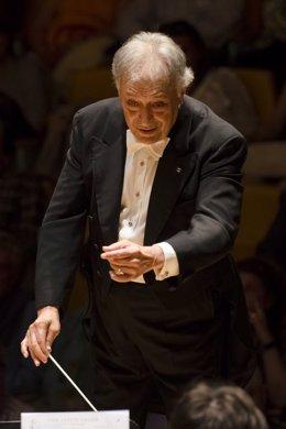 Zubin mehta dirigiendo a la Orquestar de la Comunitat Valenciana