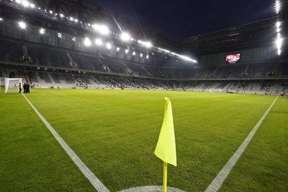 El césped de siete estadios del Mundial preocupa a la FIFA