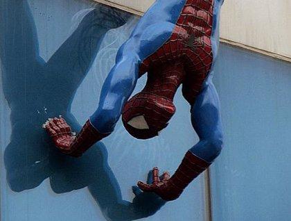 Un centro comercial coreano retira estatua de Spiderman con una erección