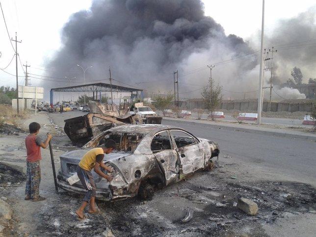 Vehículo quemado en la ciudad de Mosul