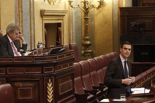 Diputado del PSOE, Pedro Sánchez, en la tribuna del Congreso