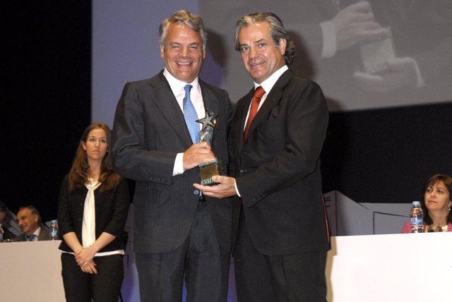 Garralda recogiendo el Premio Aster