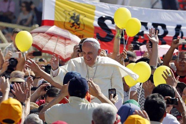 El Papa Francisco en la Plaza de San Pedro (Vaticano).