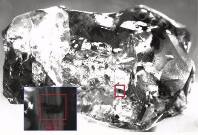 Ringwoodita, mineral con agua disuelta
