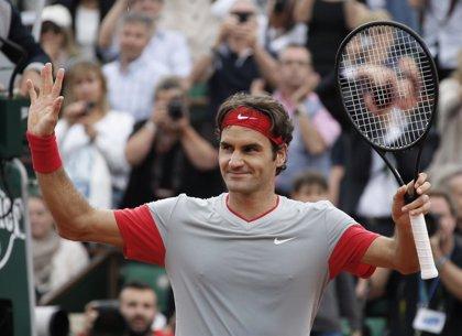 Federer avanza a semifinales en Halle
