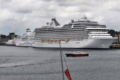El 'Aidastella' realiza su primera escala en Santander con 2.500 pasajeros