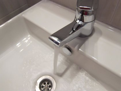IU insta a la Diputación a asesorar a los municipios para garantizar un mínimo vital de agua potable