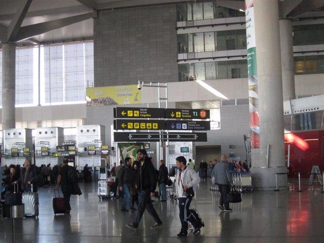 Aeropuerto de málaga turismo turistas viajeros vuelos málaga costa del sol