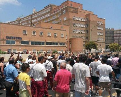 Vecinos, empresarios y plantilla del hospital marchan por Bami en contra de zona azul