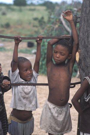 Niños bosquimanos