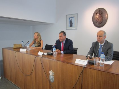 Sanz y el director de EOI presiden la presentación de Impulsotec en Tomares, con la participación de 30 pymes