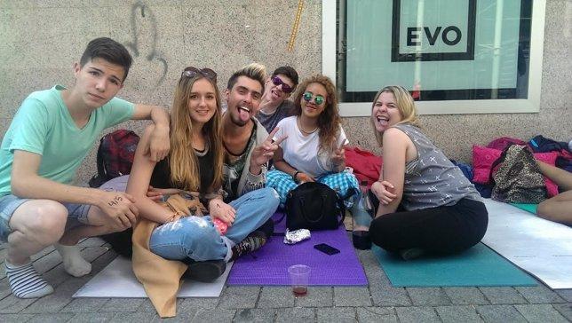 Fans esperando a Miley Cyrus
