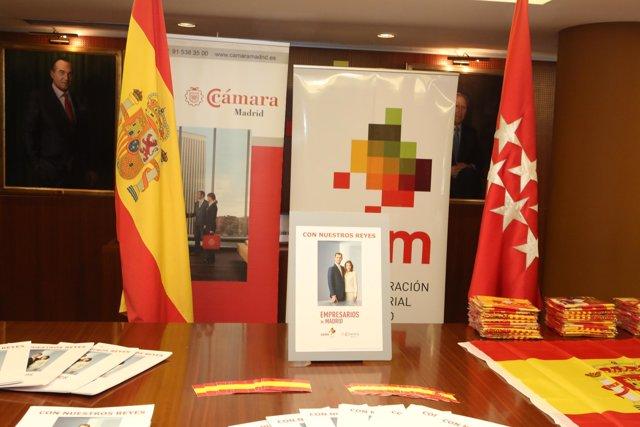 Carteles de apoyo de los Empresarios Madrileños a los nuevos Reyes