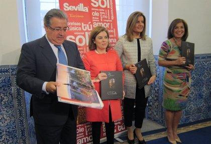 """Sáenz de Santamaría y Zoido exponen en Madrid el """"muestrario"""" de razones para visitar Sevilla"""
