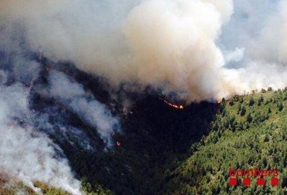 El incendio de Tivissa ya arrasa 600 hectáreas de una zona de interés natural