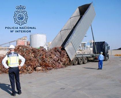 15 detenidos en Barcelona y Huelva por vender escombros a precio de cobre