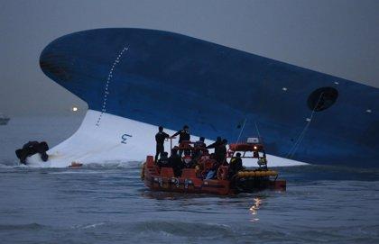 Uno de los tripulantes del 'Sewol' reconoce que abandonó el ferry cuando comenzó a hundirse