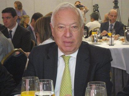 "AM-Consulta-Margallo:""Si me dice que le invite a comer le invito. Si se quiere llevar a mi mujer, como mínimo hablarlo"""