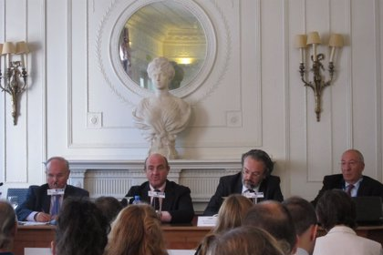 """Guindos detecta """"bastante interés"""" por Catalunya Banc y prevé recuperar dinero público"""