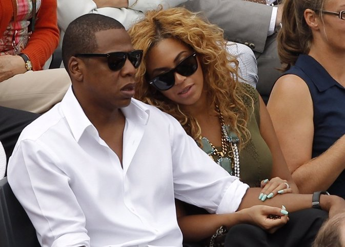Musicians Jay-Z (L) and Beyonce Knowles