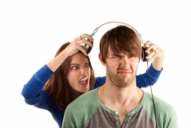 Escuchar música con cascos