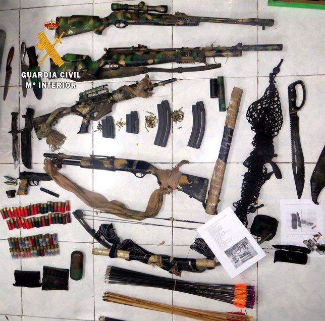 Armas intervenidas al detenido por matar dos perros en La Codosera