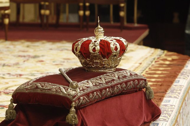 Corona y cetro en el Congreso