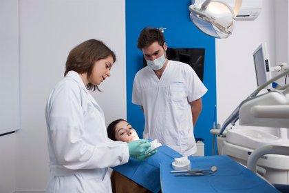 Un total de cuatro de cada diez baleares tiene problemas bucodentales y seis de cada diez va una vez al año al dentista