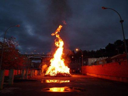 Las hogueras de San Juan arden en Zaragoza este fin de semana