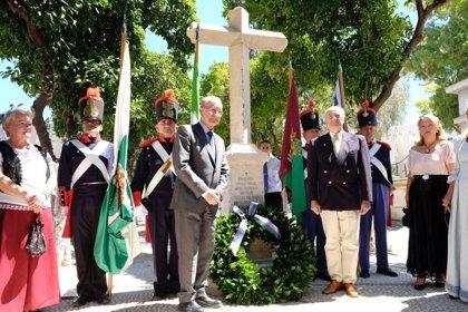Un monumento en el cementerio de San Miguel señala el lugar donde fueron enterrados compañeros de Torrijos