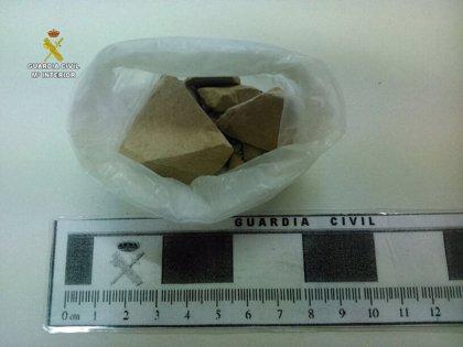 Detenido por la Guardia Civil cuando llevaba 40 gramos de heroína oculta en su coche