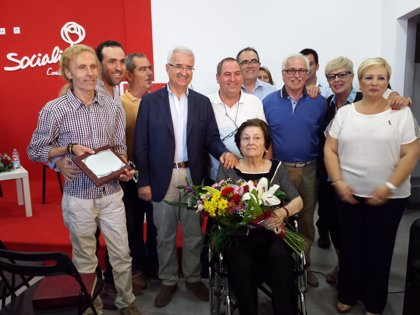 El PSOE de Conil celebra 81 años de historia con un homenaje a su fundador Antonio De Alba