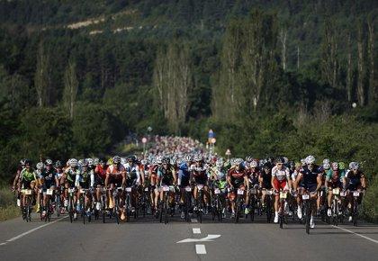 Miles de ciclistas sufren y disfrutan con una nueva exitosa edición de la Quebrantahuesos