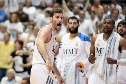 El Madrid doblega al Barça y empata la final