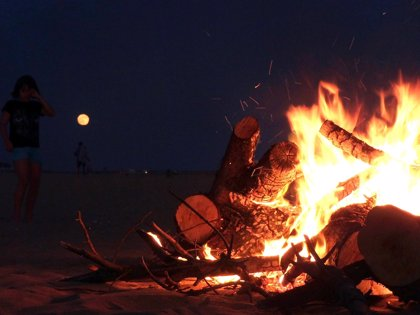 Las playas de Punta festejan este lunes la noche de San Juan con siete hogueras controladas