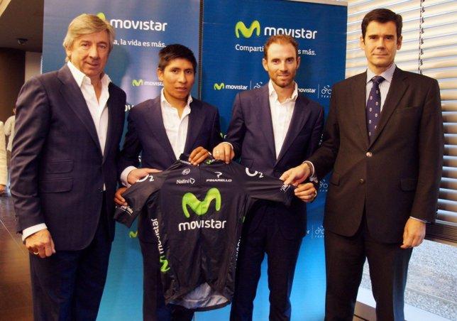 Unzúe, Nairo Quintana y Valverde en la firma de la renovación deTelefónica